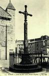 Royat - Croix du XV siécle (devant l'Église)