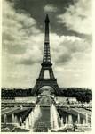 Paris - Les grandes eaux au Palais de Chaillot et la Tour Eiffel