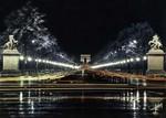 Paris - L'Avenue des Champs-Élysées et l'Arc de Triomphe vus de nuit