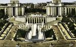 Paris - Le Palais de Chaillot et les Grandes Eaux
