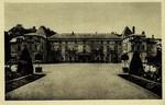 Malmaison - Le Château, façade Est et Cour d'Honneur