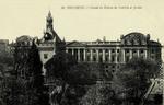 Toulouse - Façade du Donjon du Capitole et Jardin