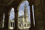 Portugal - Fátima - Basílica através da Colunata