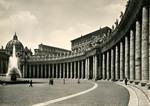 Roma – S. Pietro. Scorcio dal Colonnato del Bernini.